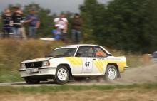 Frank Mårdh, Norrköpings MK kör en gammal fabriksbil, en Opel Acsona 400, och laddar bland annat upp genom att köra South Swedish Rally.