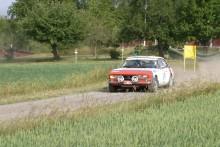 En av de mer udda bilarna att räkna med i toppstriden är en Peugeot 504 Coupé som körs av Gert Blomquist.