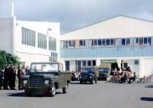 Första Trekkabilarna rullar ut från Motor Industries i Otahuhu, Auckland.