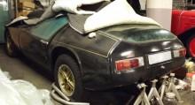 Den här bilen som bor under en hög lakan i ett garage, är troligen Sveriges enda Piper, importerad 1989 och avställd sedan 1993...