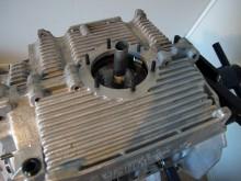 I förra delen monterade jag ihop motorblockshalvorna. Sugröret hamnar nu utanför motorblocket.
