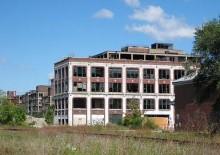 Den gamla packardfabriken har stått tom i över 50 år...