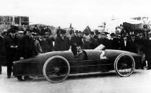 Fred Marriott med Stanleys rekordbil på Ormond beach 1906.