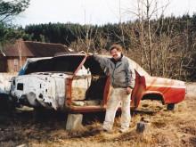 Jimmy med den tomma Impalakarossen.