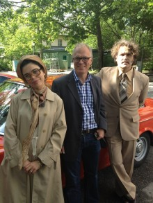 Programledarna Lotta Lundgren och Erik Haag tillsammans med Johan Falck i mitten.