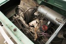 Motorn låter fint och sitter där den ska.