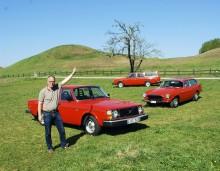 Johan Falck tillsammans med tre av sina orangefärgade vänner: Volvo 244 DL 1978, Volvo 245 DL 1978 och Volvo 1800ES 1973.