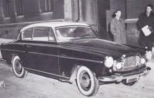 Elisabeth II med italienska skyltar, notera huvkråkan är initialerna GW.