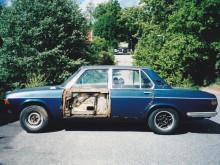 Den här donatorbilen var dålig, dörrsidan lossade med handkraft... och den var mycket sämre än vad den ser ut.