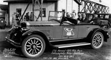 Tillbaks på Indianapolis 1925, då Rickenbacker körde sin egen modell, med den nya kraftiga Vertical-8 motorn som pace car.