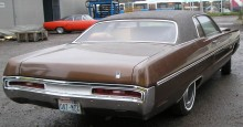 Chryslers stora kaross mellan 1969-77 heter C-body och kallas även Fuselage, med sina välvda sidor och stora överhäng ger den ett imponerande intryck, och den är stor, 571cm mellan för och akter