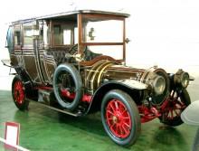 Gigantisk och påkostad limousine med karosseri från Rotschild 1911. Bilar av det här slaget kunde på den här tiden kosta lika mycket som ett gods.