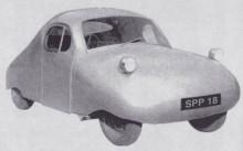 Första Atomprototypen, Atom hade mc-motor bak. produktionsbilarna fick infällda lyktor men blev inte så mycket tjusigare för det.