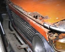 Bara här skulle många renoverare döma ut den som hopplös, inte ens duglig som reservdelsbil.