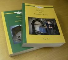"""""""Plåtslageri och karosseriarbeten Del 1 och 2"""", av Bengt Blad, eget förlag Uppsala 2012. Pris 960 kr + frakt. Boken kan beställas på www.bladsforlag.com"""