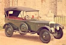 AC 1923, produktionen var blygsam, i snitt något hundratal bilar om året fram till 1940 av samtliga modeller.