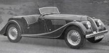 Morgan +4 kom 1950, lite längre chassi, hydrauliska bromsar. Några år senare fick den det utseende vi känner den vid än idag.