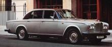 Med T2-serien 1977 brydde man sig knappt ens om att byta emblem, ventilkåpor, instrument med mera var märkta RR istället för det bevingade B-et