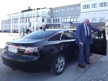 Här anländer Erik ståndsmässigt vid återinvigandet av Saabmuseet i mars förra året.