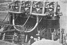 den vidunderliga motorn, överliggande kam och hemisfäriska förbränningsrum. Allt exponerat, och smörjsystemet var lika öppet också.
