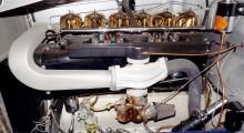 Motorn är trots sitt massiva utseende tämligen lätt då den var byggd för flygplan. Inget kyl eller onödiga slangar heller.