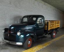 charmig gammal Chevrolet pickup.