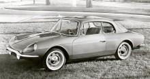 Alpine A108 med faceliften från 1961, kompletterades senare med denna fyrsitsiga (nåja...) GT4 coupé, som var en A110 under skalet.