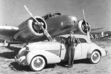 Cord 810 i ett annat flygarsammanhang, med Amelia Earhardt och hennes Lockheed Electra.