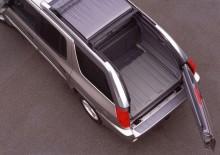 GMC Envoy XUV, med elmanövrerat tak och sidhängd lucka.