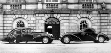 Herr och fru Cholmondeleys Bugattis framför Houghton hall sommaren 1939.