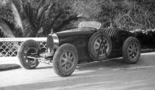 #354394 vid Villa Caldana 1925, type 35 kom att bli en legendarisk modell på tävlingsbanorna framöver. Här ser vi för första gången också en banbrytande uppfinning av Ettore Bugatti, gjutna lättmetallfälgar.