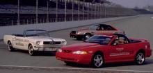 Ford Mustang har efter det fått äran att vara pace car på Indy 500 åren 1979 och 1994. Här nedan syns dom alla tre.