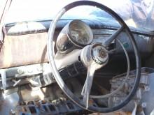 """Den egendomliga och funktionella """"Uniscope""""-instrumenteringen, som bara fanns de två första åren. Under jalusin i brädan döljs klimatanläggningen och radion som var standard på dessa bilar, finesser som var tillval om ens det på alla andra bilar då."""