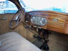 Ventilationsrutor och träådrad bräda skiljer De Luxe från den billigare Roadking.