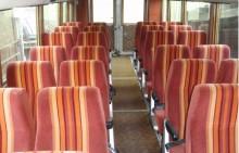 Inuti ser det ut som vilken buss som helst, med tidstypiska färger.