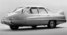"""Pininfarinas """"x"""" tänjde också på konventioner och proportioner, medett udda hjularrangemang."""