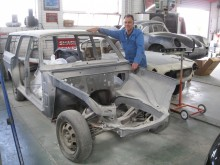 John Johnsons Volvo 165 är den enda som byggts i en Volvofabrik! Den sattes samman av två så kallade Complete Knocked Down-kit i februari 1972. John arbetar sedan flera år med en ambitiös renovering av bilen.