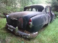 Chevrolet 1953 med ett bakljus som har mycket bättre krom är på Kåres och min.