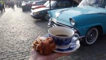 I Stockholm får man ta med sig eget fika, i Norrköping bjuds det på både kaffe och bullar!