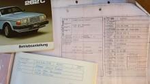 Även serviceboken med artistens riktiga namn inskrivet fanns kvar.