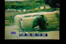 Pinsamt nog var TV-kameran avstängd just då men en stillbildsfotograf lyckades fånga förloppet.