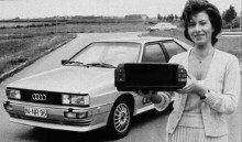 Rösten som läst in de 15 olika meddelanden som Audi Quattro kunde ge tillhörde den tyska radiorösten Patricia Lipp.