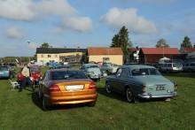 Finbilsparkeringen vid SVIS vårmarknad och bakluckeloppis på hösten brukar vara välfylld med Volvobilar.