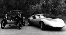 det sklijer ungefär 60 år mellan dessa två Vauxhalls.