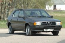 Bortglömda Alfa 33 – minns den i detta lågmilade exemplar. Endast 700 garanterade mil! Bedömt värde 90-130 000 kr.