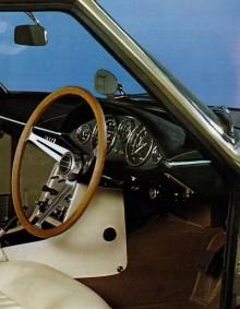 Visst påminner den lite om en Studebaker Avanti inuti?