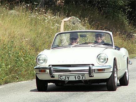 Glad besättning i en Triumph Spitfire under lördagens rally.