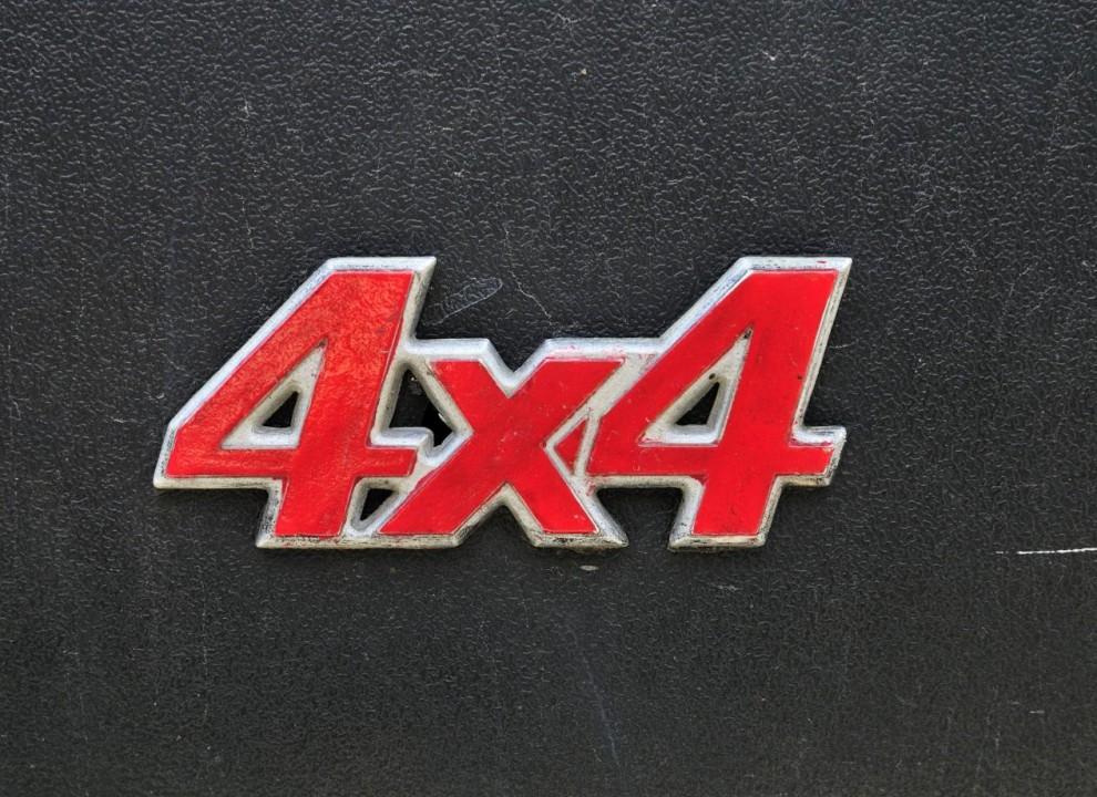 Tungt emblem i äkta metall.