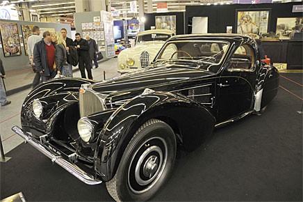 Atlante måste skiljas från Atlantic som också var en coupé av Bugatti 57S men mer extrem med nitad takfena. Bilden visar den restaurerade Atlante som stod till salu hos Bruno Vendiesse för fem miljoner euro.