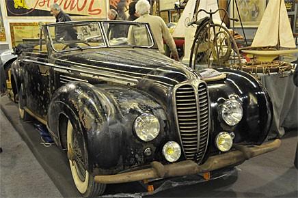 Det är en trend med patinerade bilar. Denna Delahaye från tidigt 1950-tal var intakt men bar spår av att ha stått i en fuktig lagerlokal i decennier.